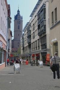 So ähnlich könnte die Johannisstraße in Zukunft aussehen - mittelalterliche Baulinien, aber mit modernen Standardbauten